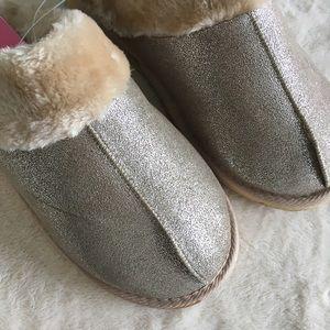 Isaac Mizrahi Shoes - NWT Isaac Mizrahi Faux Fur Metallic Slippers